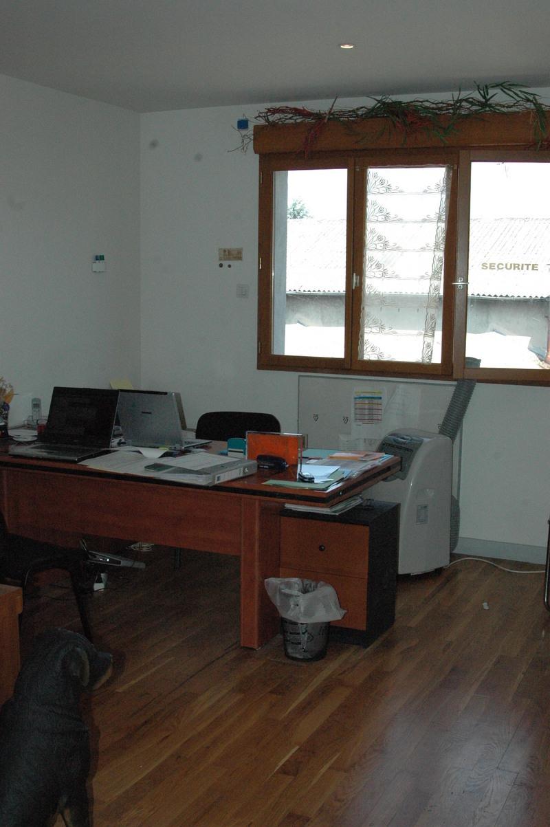 bureaux en location grenoble 25m2 thermoflex location de bureaux grenoble. Black Bedroom Furniture Sets. Home Design Ideas
